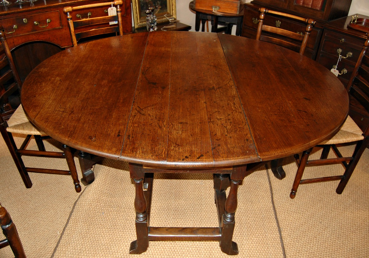 Good Late C17 Oak Gateleg Table Of A Large Size 8 Seater